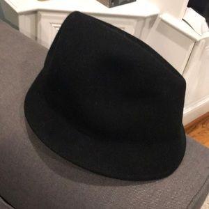 Back wool hat-nwot